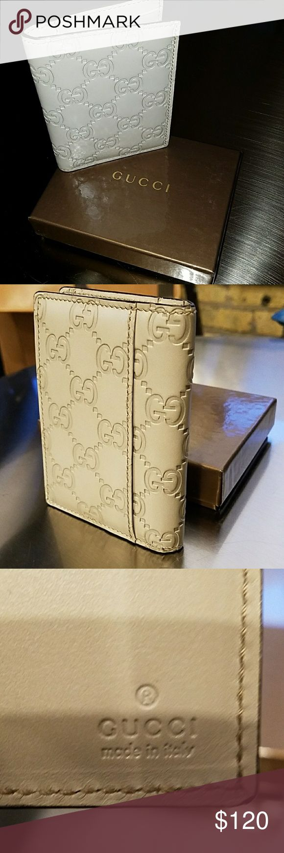 Gucci Signature ivory card case Fold over card case made in Gucci Signature leather with a defined print. Gucci Accessories Key & Card Holders