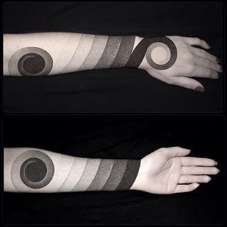 Estos gradientes sombreados. | 43 Tatuajes en tinta negra que querrás por todo tu cuerpo