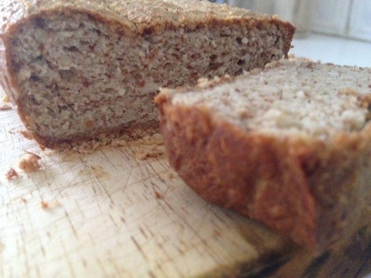 Είναι πλέον γνωστό στον κόσμο του gluten free diet ότι το ψωμί παρασκευασμένο με αλεύρι χωρίς γλουτένη δεν συγκρίνεται με το σιταρένιο ή κριθαρένιο ψωμί που είχαμε κάποτε στην διατροφή μας. Αν και ...