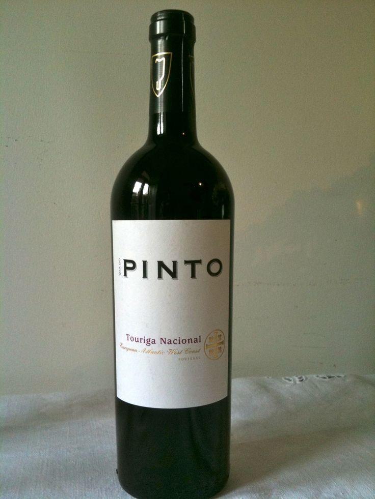 """Pinto - Se existe """"Periquita"""" também existe o """"Pinto"""". Este vinho não é branco....é """"Pinto"""". Saiba mais sobre nomes estranhos de vinhos portugueses em http://viagensecuriosidades.com/nomes-estranhos-de-vinhos-portugueses/ #vinhos"""
