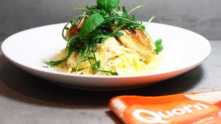 Parmesanpanerade Quornfiléer med pasta och citronsås