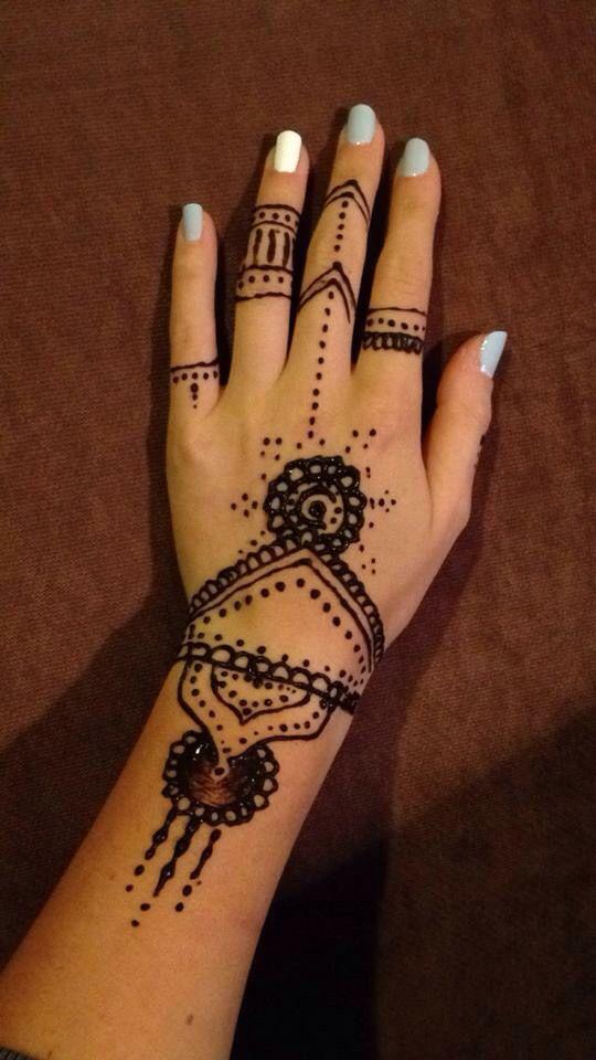 Kaylah's henna done at home