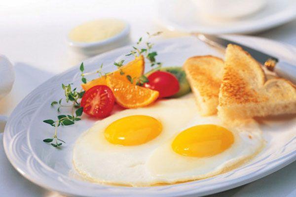Ένα πρωινό πλούσιο σε θερμίδες μπορεί να βοηθήσει στην απώλεια βάρους.