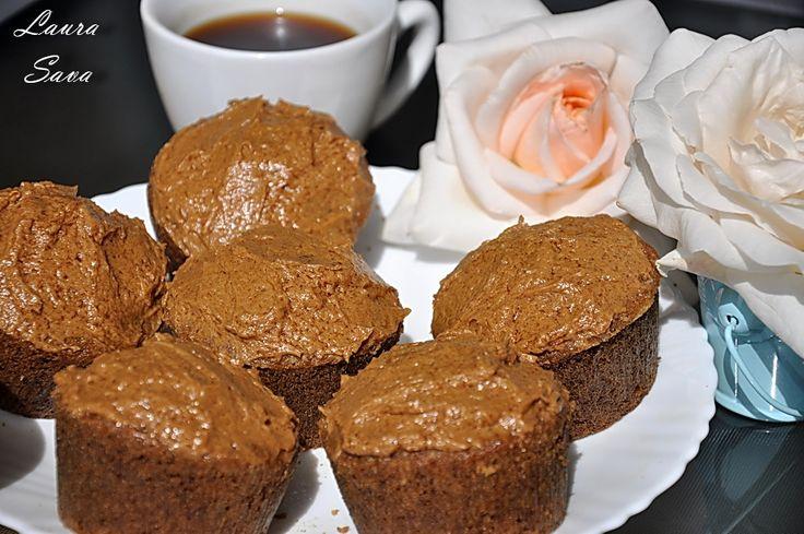 Muffins cu ness si glazura de cafea