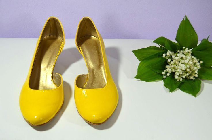 Žluté svatební boty, žlté svadobné topánky, žluté lodičky, žlté lodičky, Yelow bridal shoes, K-styl, model Anna a výběr střihu, podpatku i dalších úprav dle přání klientky. Exkluzívní pravá kůže banánová, real leather. Navrhni a uprav si topánky podľa seba.