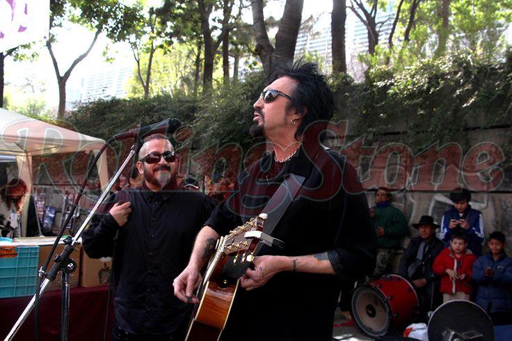 Taken of Rolling Stone Mexico Site, taken by Chava Rock: http://rollingstone.com.mx/noticias/johnny-indovina-filma-el-documental-7-dias-en-mexico/
