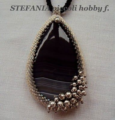 Stefania: CIONDOLI. Material: Miyuki Delica 11/0 with. 0223/0252/0251/0168/0307 rocailles 15/0 col.190 SW beads 3mm and 4mm drop 6cm x 3.5cm