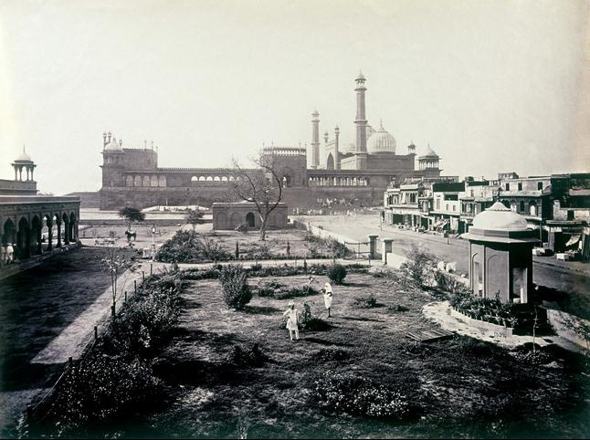 Samuel Bourne's photo of the Jama Masjid (Delhi) seen from Dariba Kalan in the 1860s
