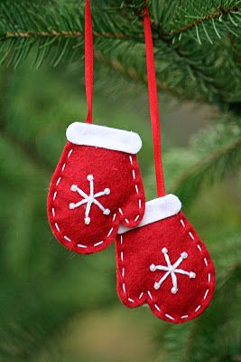 Wool Felt Mitt Holiday Christmas Ornament. $8.00, via Etsy.