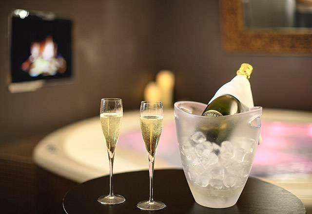 Privátní whirlpool se sektem nebo zážitkovými víny jen pro Vás!