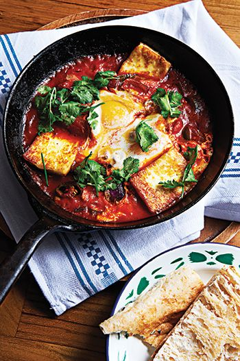 Shashouka–eggs braised in spiced tomato sauce with haloumi cheese « epicure - Life's Refinements