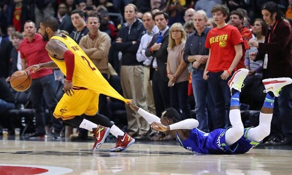 Kyrie Irving exits with knee injury-Dr. Parekh = Kyrie Irving exits game with knee tightness. Typically this is a minor issue. Anti-inflammatories and…..