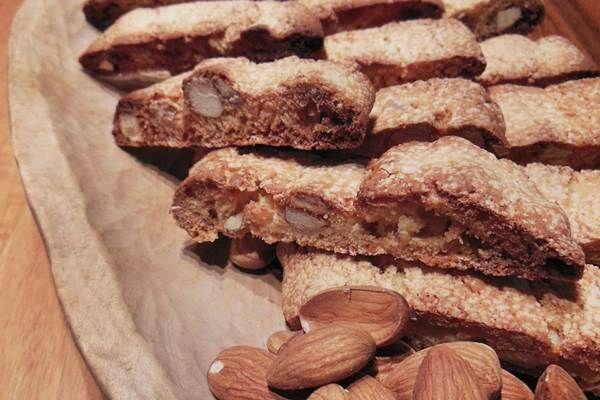 Az olaszok kedvenc mártogatós keksze: cantuccini, mandulás-kakaós változatban