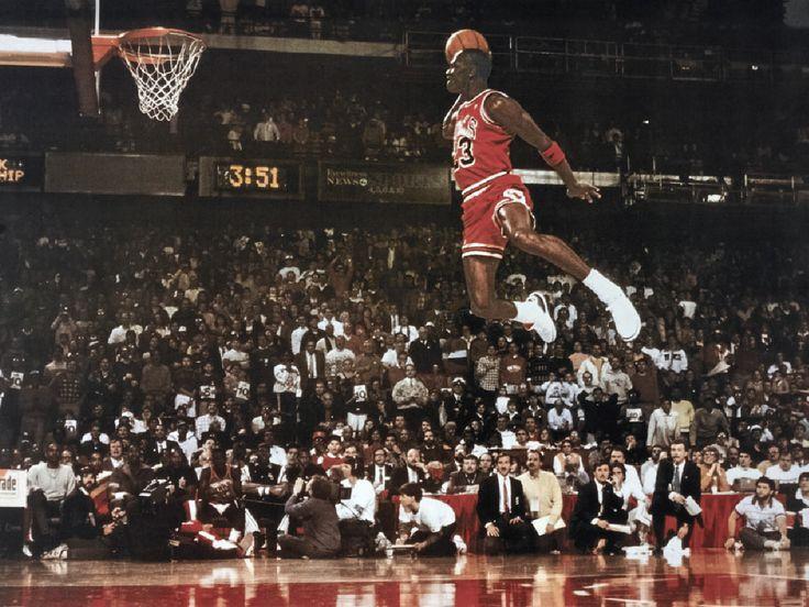 """""""Con il talento si vincono le partite, ma è con il lavoro di squadra e l'intelligenza che si vincono i campionati."""" Michael Jordan, ex giocatore di pallacanestro vincitore di 6 titoli NBA, nominato nel 1999 il """"più grande atleta nord-americano del XX secolo"""" #ForThoseWhoDo #LenovoDoer"""