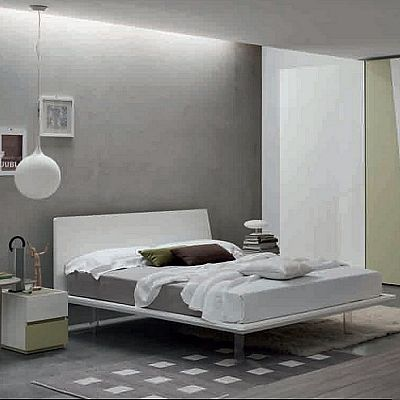 Contemporary, elegant 'Sassy' bed by Orme