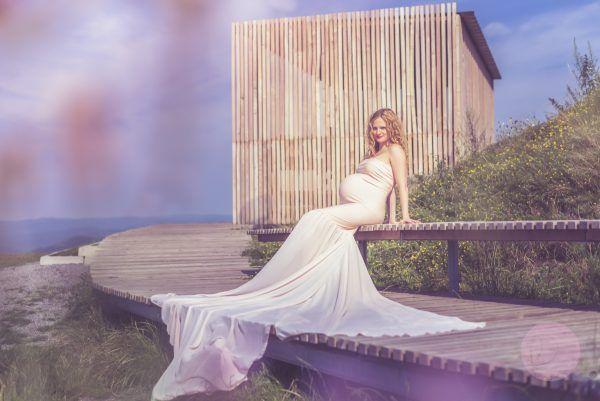 Čakanie na Paľka – Radka Bezdedová – Fotograf Žilina  . #Majka #maternity #tehotenské fotenie #bruško #photography #baby #nature #príroda #sky #obloha #fotenie #fotografia #pregnancy #žilina #portrét #portrait #budúca mamička #pink #dress #longdress #Stranik