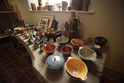 The shop at Powdermills Pottery, Devon, sells pottery by Svend Bayer, Lisa Hammond, Carole Glover and Penny Simpson. Open all year round and if you're in the area, definitely worth a visit.