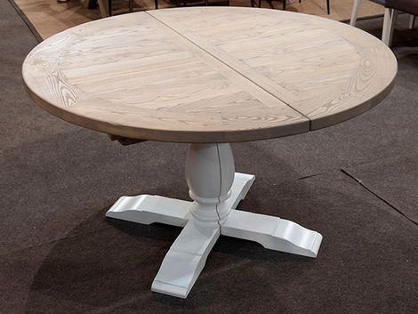 Rundt bord i Ask med midterudtræk.Fås i flere farver og størrelser.