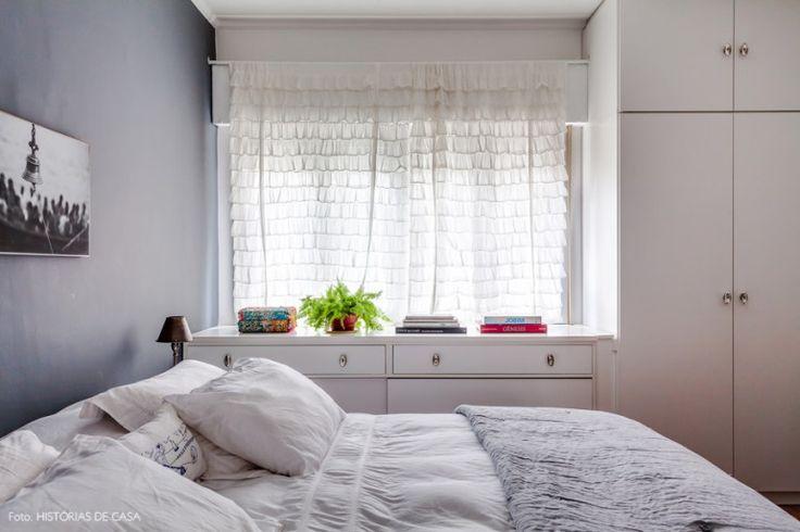 36-decoracao-quarto-comoda-sob-a-janela-parede-cinza
