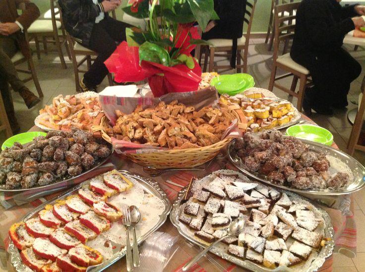 Il tavolo dei dolci all'inaugurazione dell'Etruria