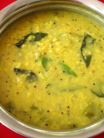 This kootu recipe is so perfect for this time of the year. Lightly spiced moong dal and ridge gourd combination is a match made in heaven. Very nurturing to the body and soul. And not to mention, the weather makes it extra delicious.