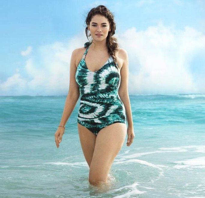 A CURVY MODEL FOR H by MariaFelicia  on @Sbaam   http://sba.am/cj0q7mjnnsi  #summer #seaside #curvy #model #girl #beachwear #beach #fashion #trend