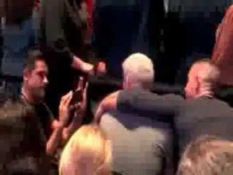 Anderson Cooper and boyfriend Ben Maisani get affectionate