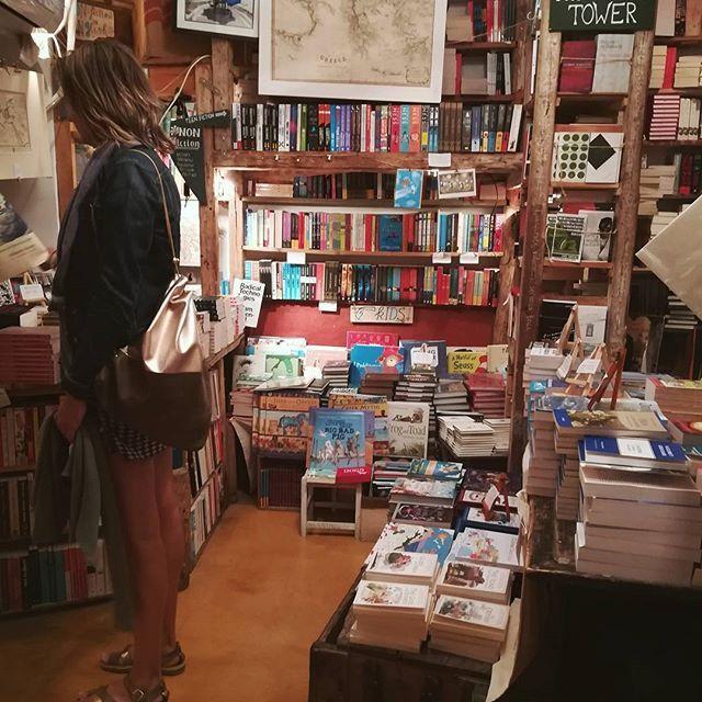 Book hunting in Santorini for our Saturday night. ⛵    #definitelygreecedestinations . .