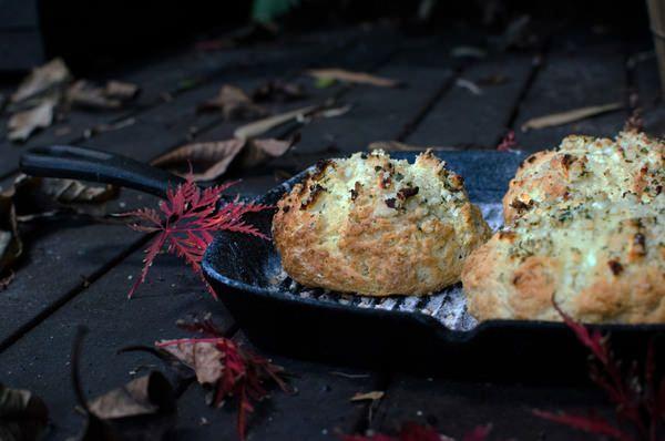 Macadamia, fetta + saltbush damper
