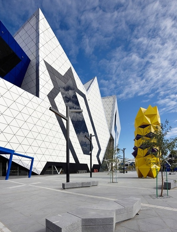 PERTH ARENA, A MULTIFUNCTIONAL STADIUM INSPIRED BY A PUZZLE