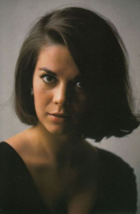 Natalie Wood - one of my fave photos of her!!!  Totally stunning!!!