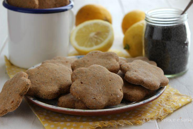 Biscotti vegan al limone e semi di papavero, croccanti e friabili, una volta provati, diventeranno i vostri biscotti preferiti, preparatene in quantità!