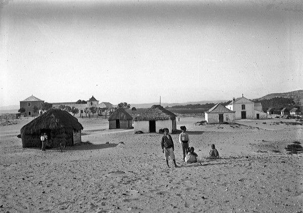 Costa de Caparica, Alberto Carlos Lima, colégio do Menino Jesus e casas típicas de pescadores, década de 1900