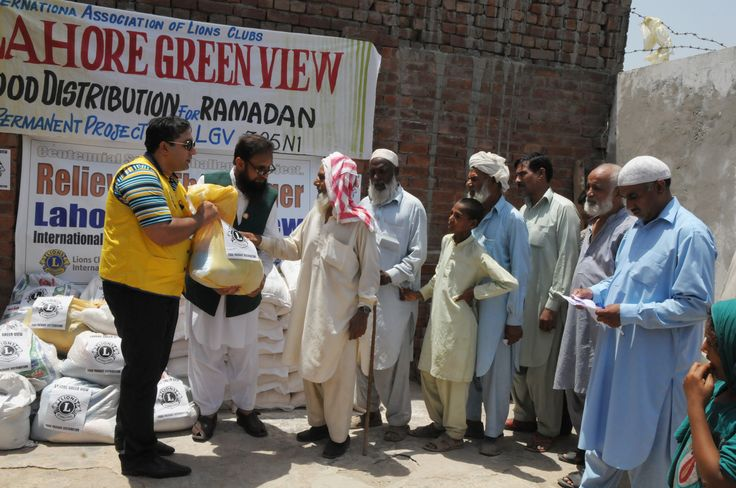 Lahore Green View #LionsClub (Pakistan) distributed food to those in need.