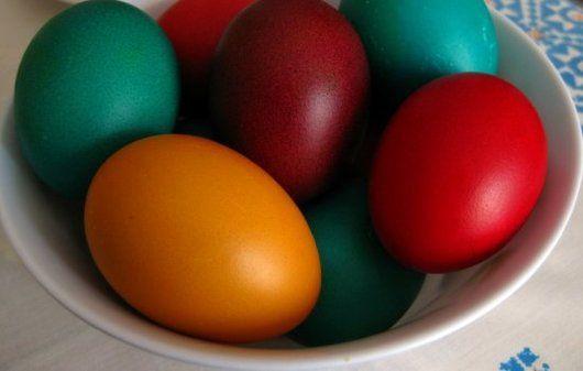 Paastraditie: zelf eieren verven met natuurlijke kleurstoffen - Tallsay.com