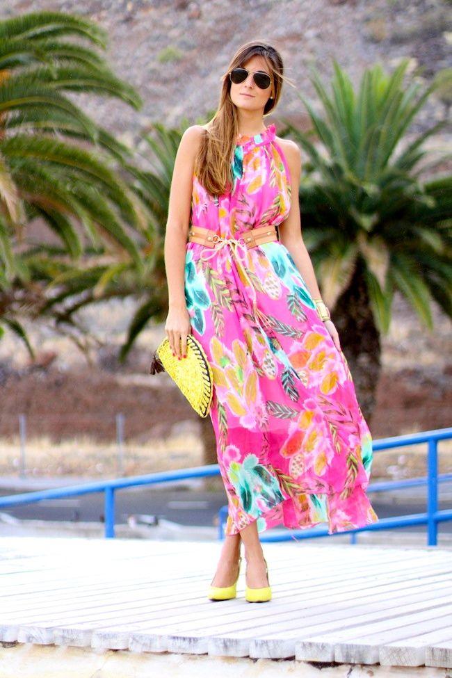 Dress: Sheinside Clutch: Natura Bracelet: Natura Shoes: Rebeca Sanver