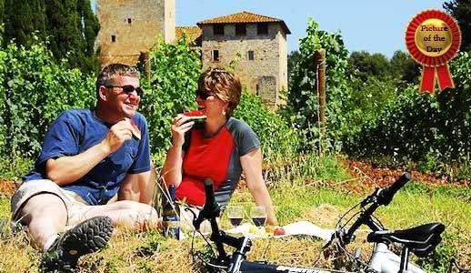 its' time for a #picnic in the #vineyard in #Tuscany, riding a #bike and having #fun!  E' tempo di fare un picnic nel #vigneto in #Toscana, fare un #giro in #bici e divertirsi!#degustazionivino #scampagnata #Firenze #pisa #Degustazione