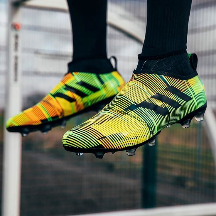 Ooosh! Would you rock this new GLITCH skin? Hit the LINK IN BIO to check out our GLITCH17 starter pack unboxing! @adidasuk #futbolbotines #futbolsoccer