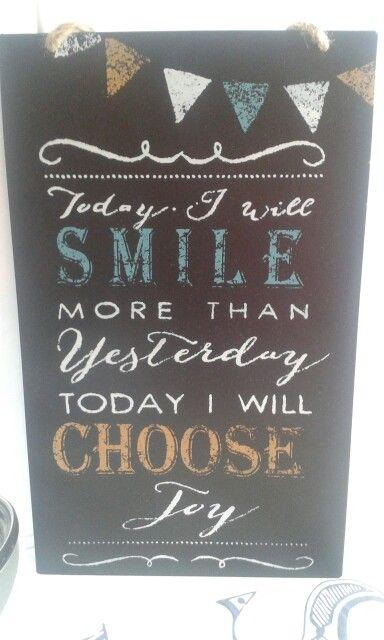 'Hoy voy a sonreir más que ayer, hoy voy a elegir la felicidad✨' Porque aunque las cosas se pongan feas siempre hay que sonreir.