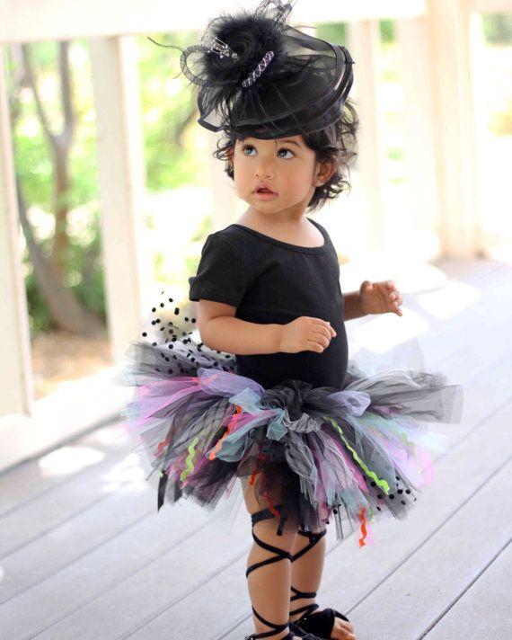Selvatico nero Tutu Tutu del bambino di di RufflesandTutus