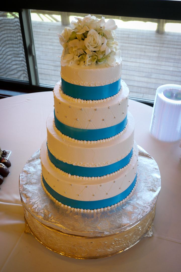 wedding cake with blue ribbon 4 tier wedding cake with beautiful blue ribbon 26829
