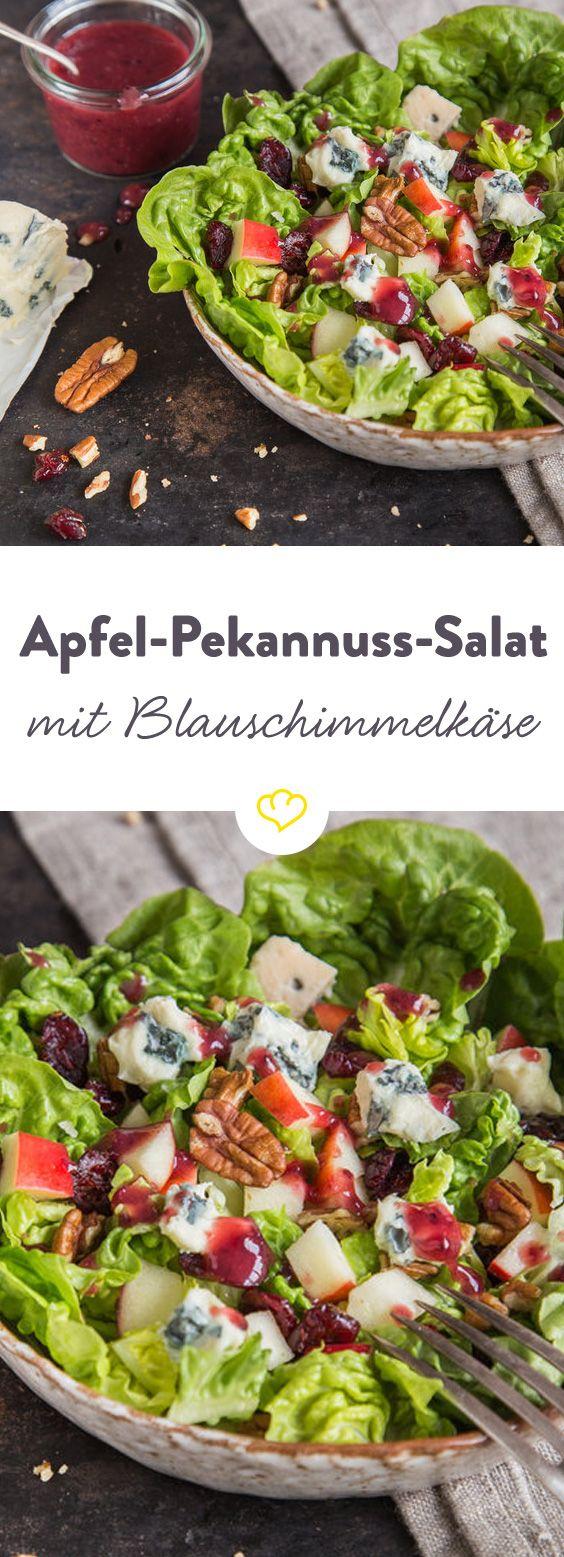 Die Crème de la Crème der Sattmachersalate: Römersalat in Kombination mit Äpfeln, Walnüssen, Cranberries und Blauschimmelkäse. Alles - nur nicht langweilig.