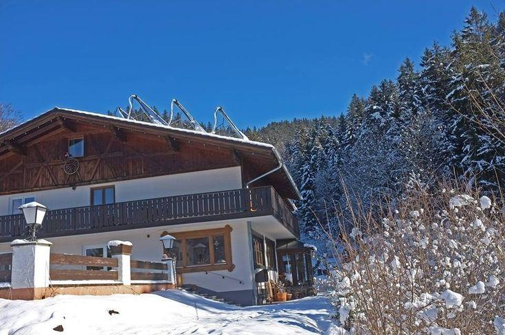 """Willkommen in unserem #Selbstversorgerhaus in #Pfronten im #Allgäu!     Kommen Sie herein - ins """"#Dreimäderlhaus - #Urlaub am #Berg"""". Lockern Sie die #Wanderstiefel, machen Sie es sich bequem, ruhen Sie aus, denn Sie haben Ihr Ziel erreicht. Unser #Gruppenhaus liegt in Alleinlage auf 1120 Metern Höhe, eingekuschelt in eine Wiese am Waldrand, weitab von Trubel und Lärm.  http://pfronten.dreimaederlhaus.de/de/"""