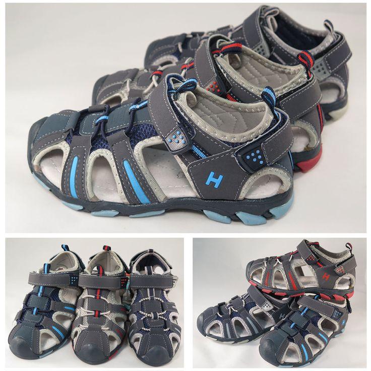 Sandalias deportivas para #niño, con cierre delantero y trasero de velcro. Moda en #calzadoinfantil
