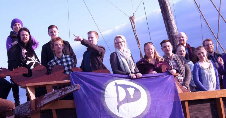 Partido Pirata estaria ganando las elecciones de #Islandia ; Anarquistas, hackers y geeks al poder - http://www.infouno.cl/partido-pirata-estaria-ganando-las-elecciones-de-islandia-anarquistas-hackers-y-geeks-al-poder/