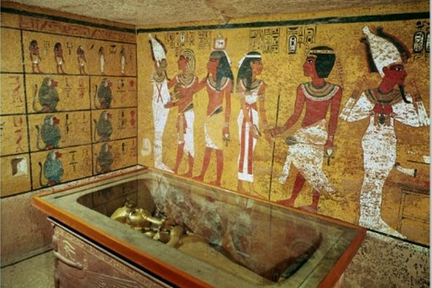 Particolare della Tomba di Tutankhamon, scoperta da parte di Howard Carter nel 1922;  pittura muraria; Valle dei Templi, Luxor