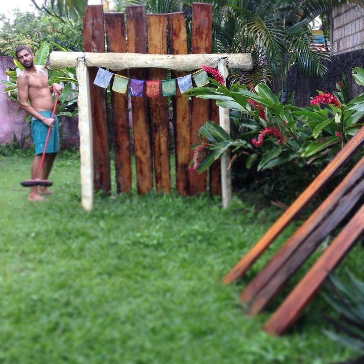 Aproveitando a chuva para lavar umas tábuas de jaqueira. | Is it raining? No problems he decide to wash some jackfruits boards. #wood #wabisabi #woodwork de mirnanobrega