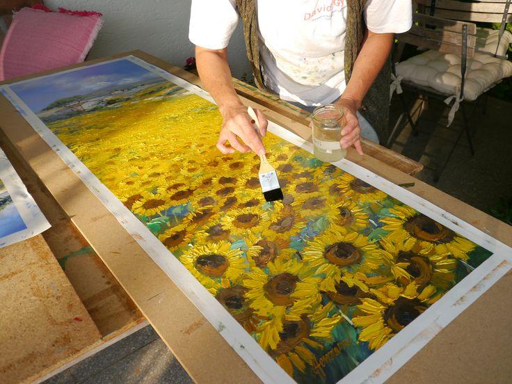 Firnissen : auf der Terrasse vor dem Atelier kann man bei schönem Wetter herrlich arbeiten. Das Terpentin kann dort gut ablüften | Mehr Gemälde von Ute Herrmann seht ihr unter: www.ute-herrmann-kunstmalerin.de