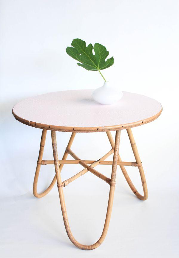 Les 25 meilleures id es de la cat gorie meubles en osier peints sur pinterest - Petites tables basses ...