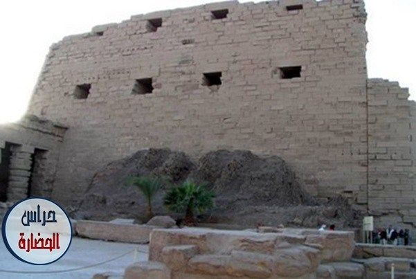 البيلون الأول فى معبد الكرنك سيفجردز للتاريخ والآثار Karnak Temple Natural Landmarks Landmarks